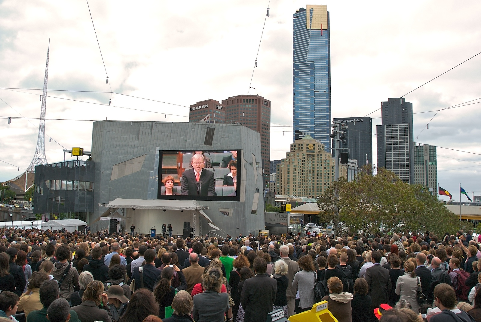 Kevin Rudd apologising to the stolen generations