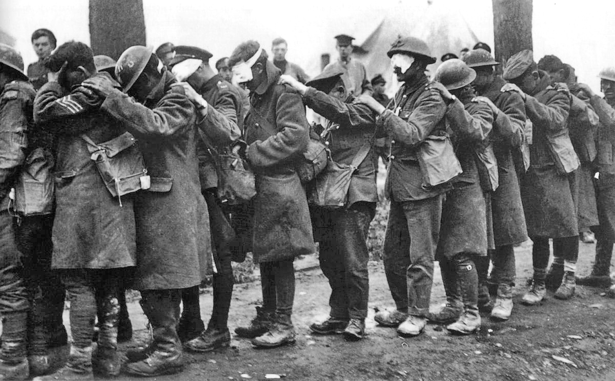 https://i1.wp.com/upload.wikimedia.org/wikipedia/commons/d/dc/British_55th_Division_gas_casualties_10_April_1918.jpg