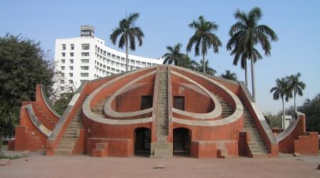 English: Jantar Mantar, New Delhi with Park Ho...