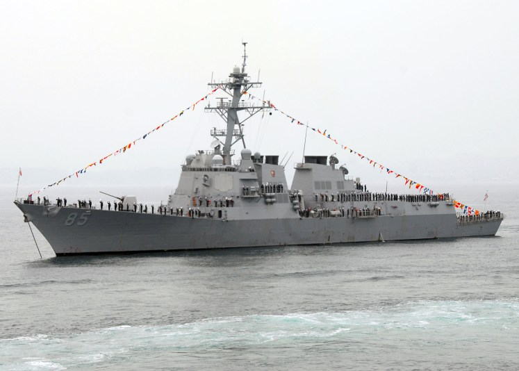 https://upload.wikimedia.org/wikipedia/commons/d/dc/US_Navy_081007-N-9573A-016_The_guided-missile_destroyer_USS_McCampbell_(DDG_85)_is_anchored_at_full_dress_ship_during_the_International_Fleet_Review.jpg
