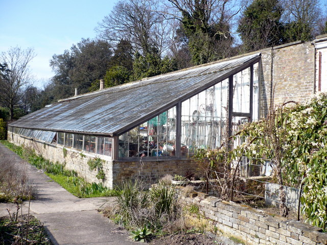 File:Victorian lean-to greenhouse in the walled garden at Quex Park - geograph.org.uk - 1216057.jpg