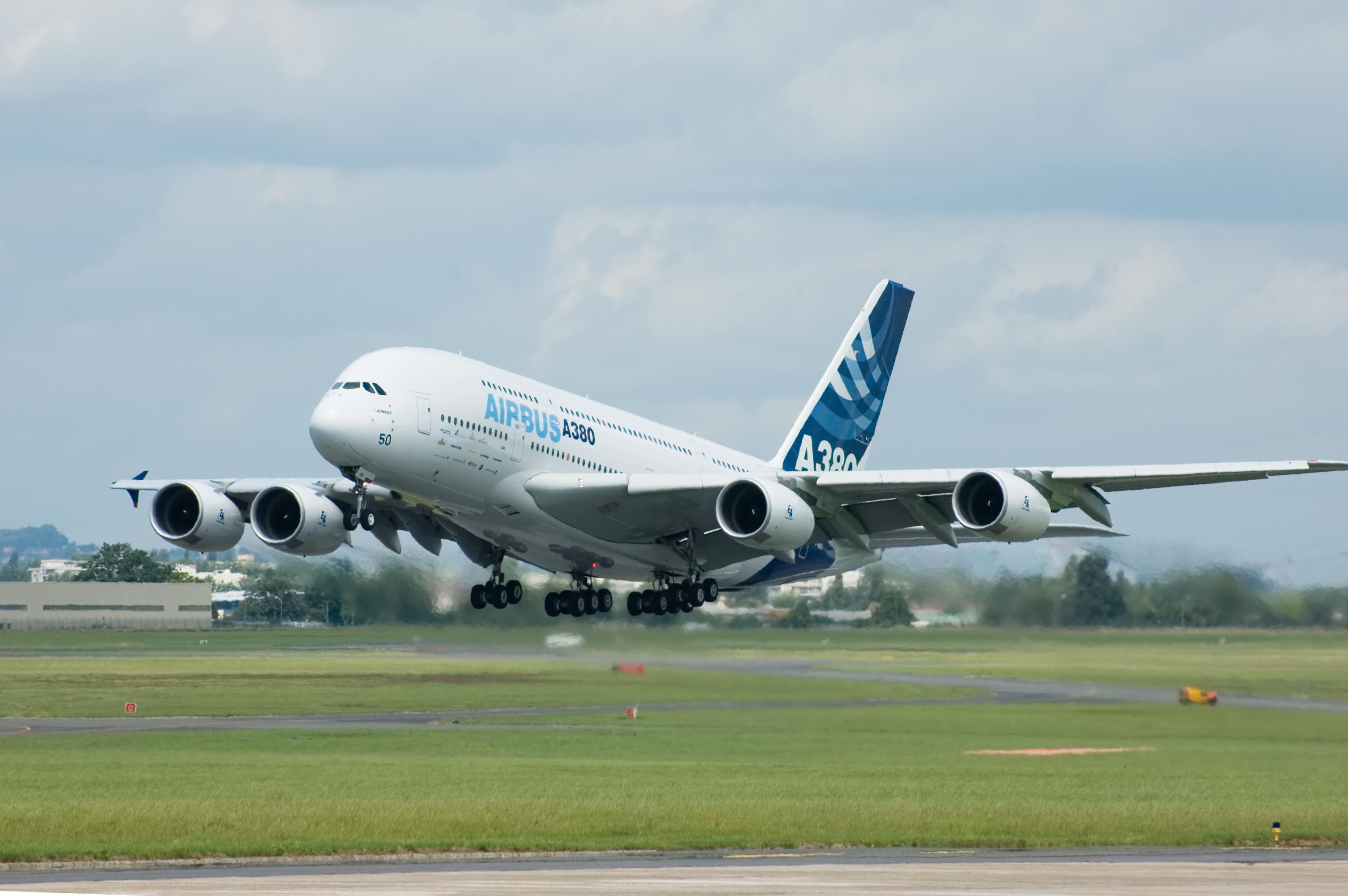 Airbus A380 taking off during Paris Air Show 2007