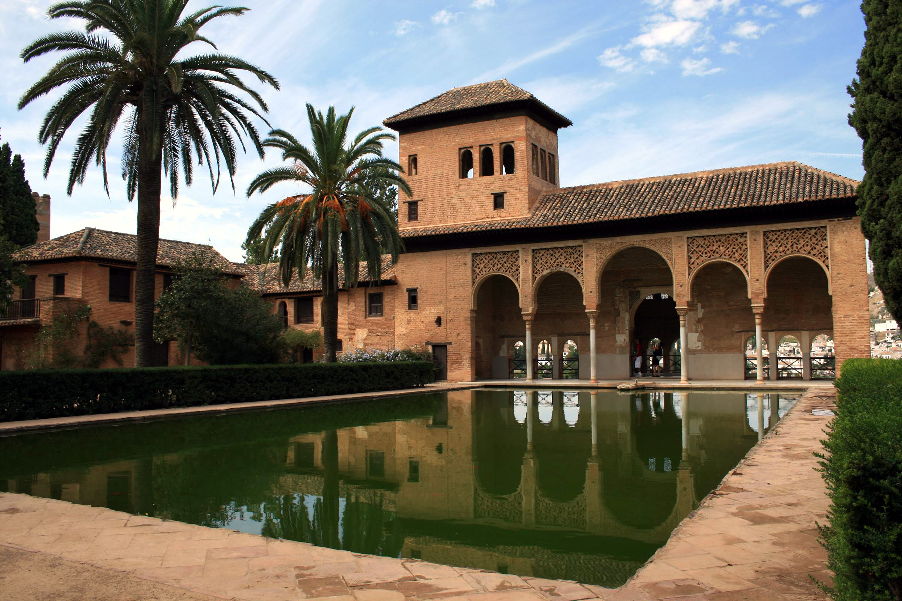 https://i1.wp.com/upload.wikimedia.org/wikipedia/commons/e/e1/Alhambra_-_Granada_1.jpg