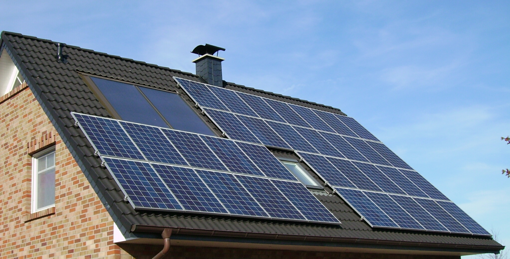 English: Solar panels on a roof