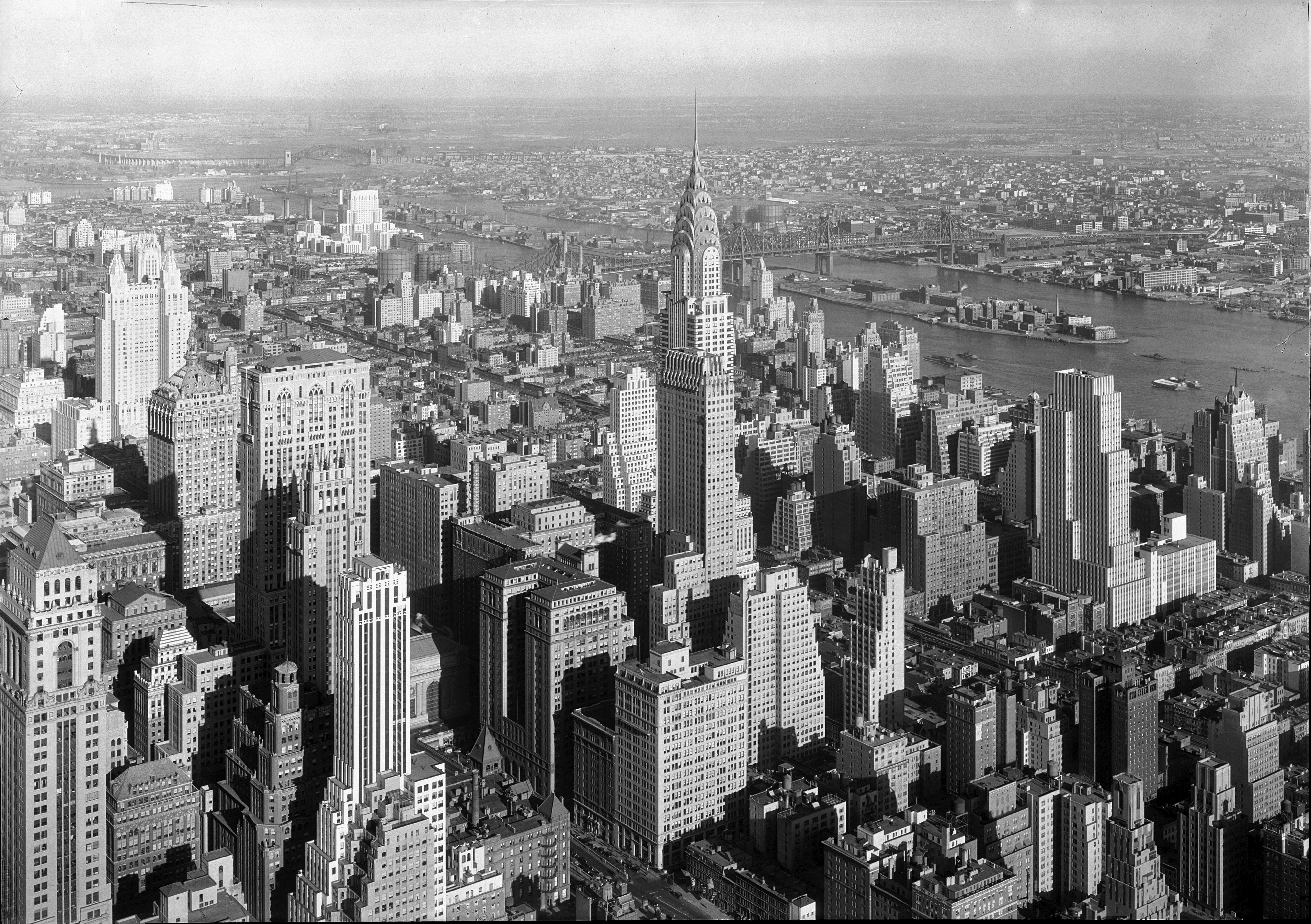 https://i1.wp.com/upload.wikimedia.org/wikipedia/commons/e/e5/Chrysler_Building_Midtown_Manhattan_New_York_City_1932.jpg