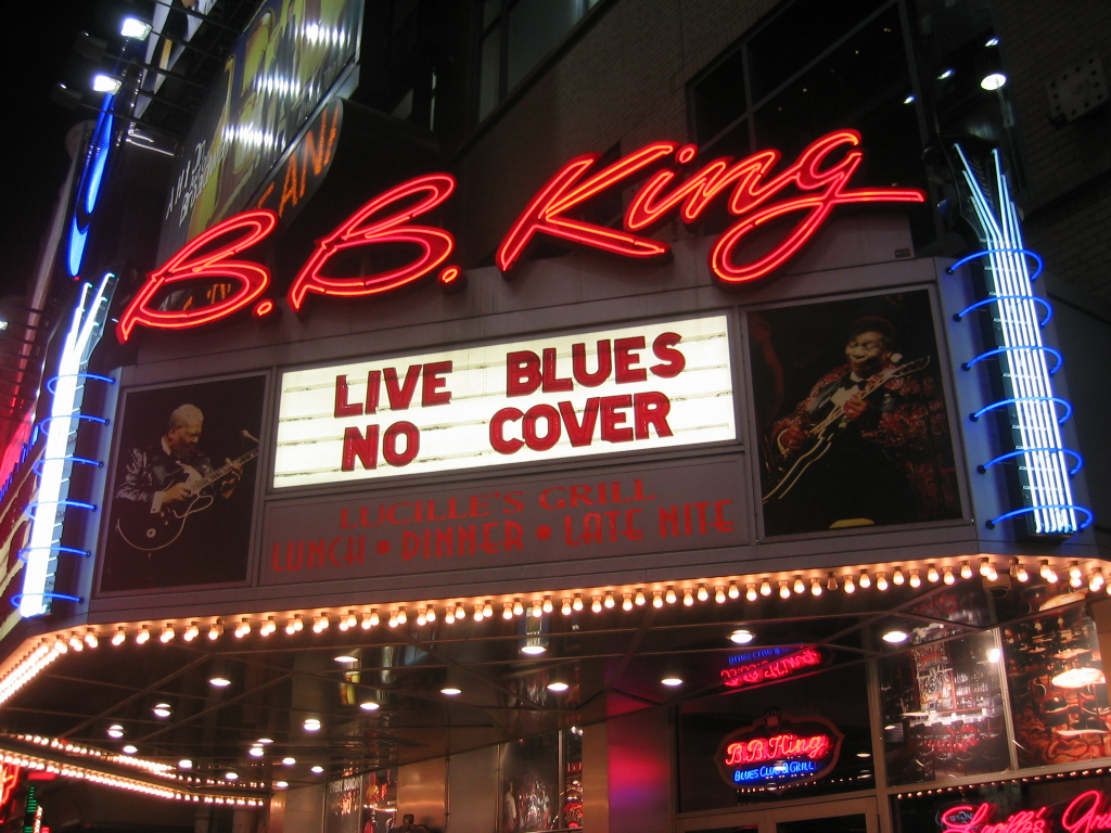 https://i1.wp.com/upload.wikimedia.org/wikipedia/commons/e/e6/B_B_King_Blues_Club_NYC_2003.jpg