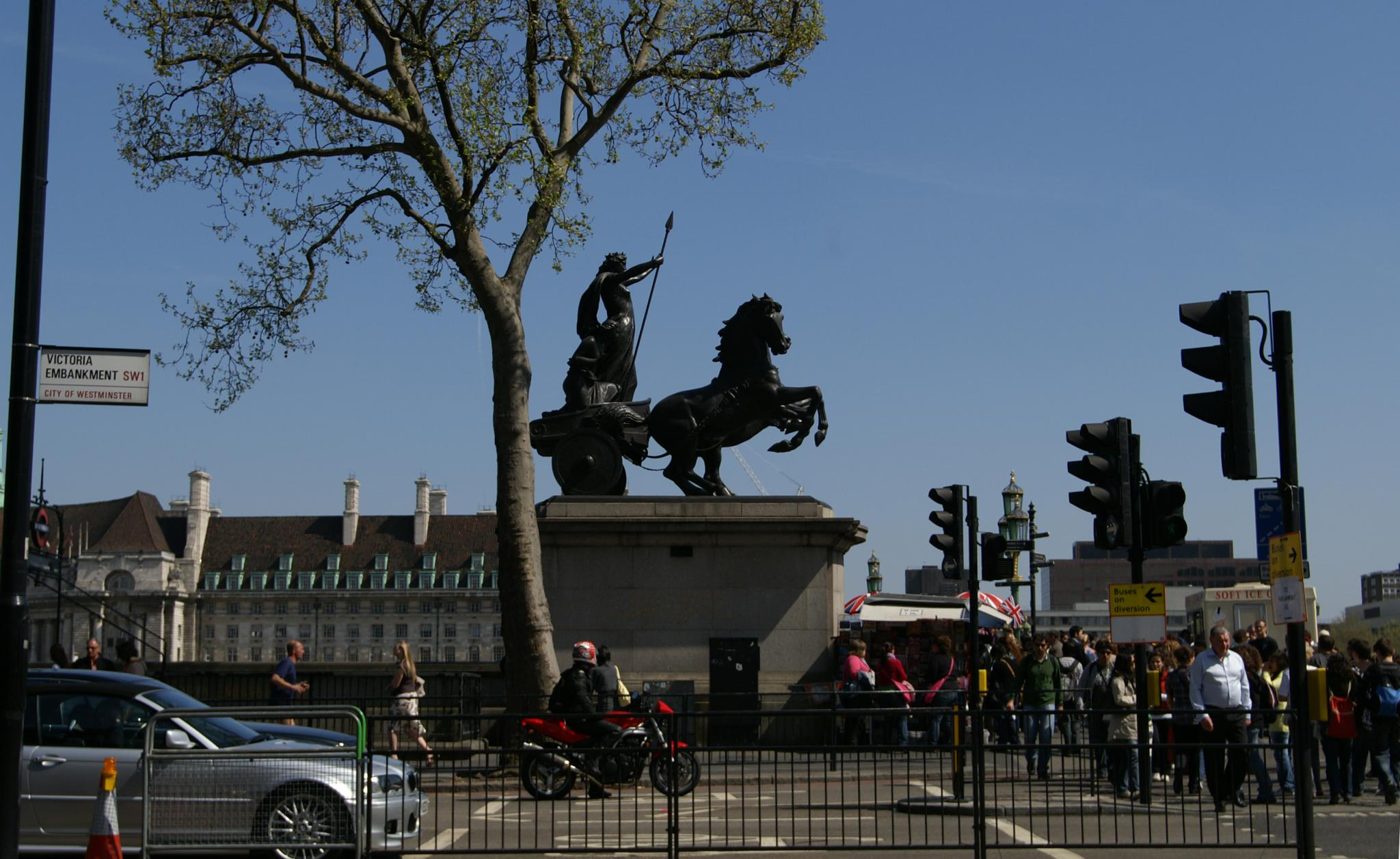 https://i1.wp.com/upload.wikimedia.org/wikipedia/commons/e/e6/Statue_of_Boudicca.jpg