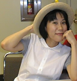 English: Yoko Kanno poses for a picture with a...