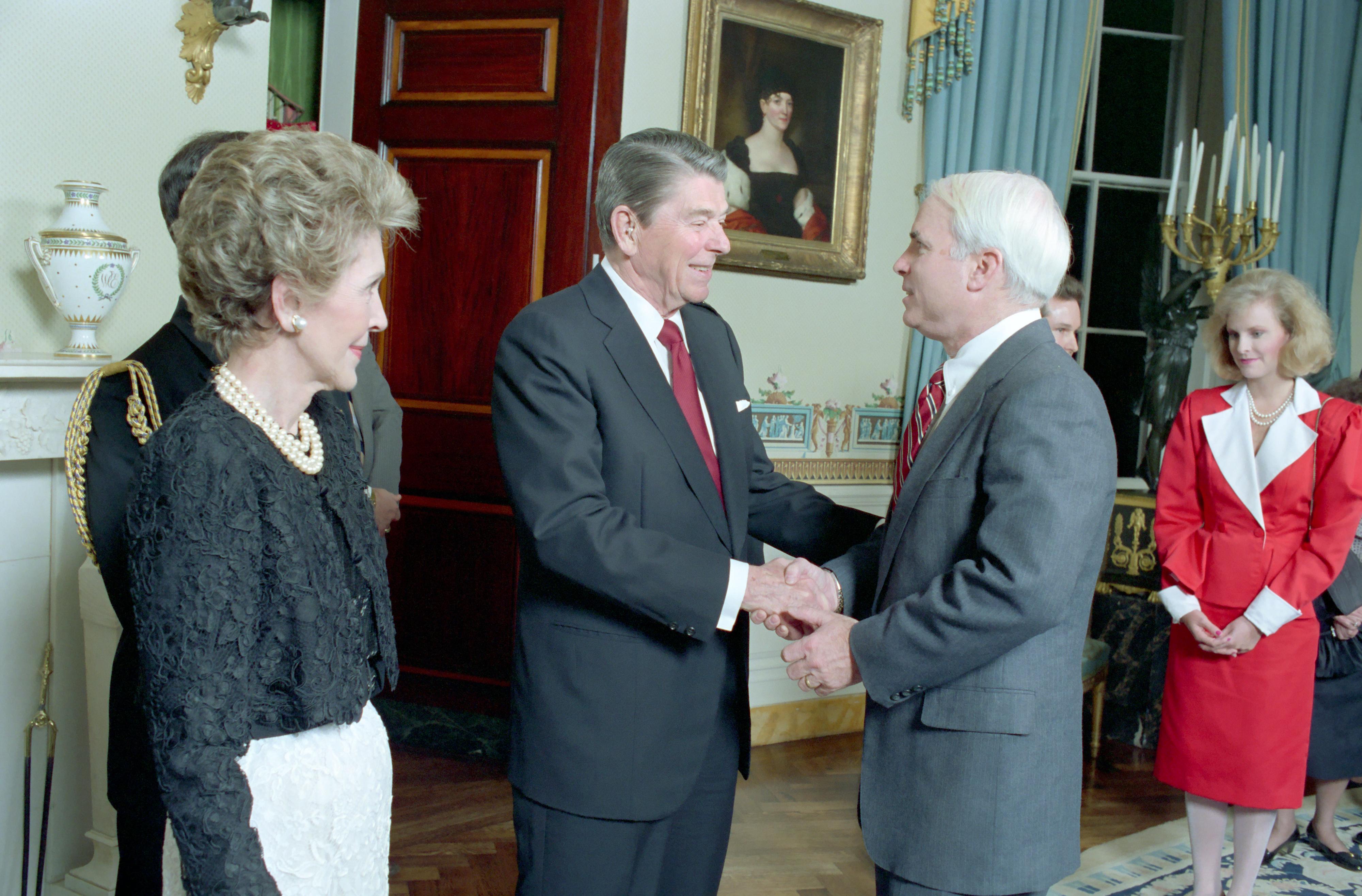 McCain 1987 bei Präsident Reagan