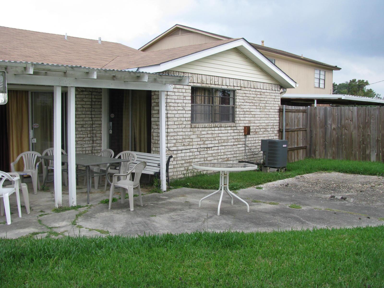 Backyard - Wikipedia on Backyard House Ideas id=97530
