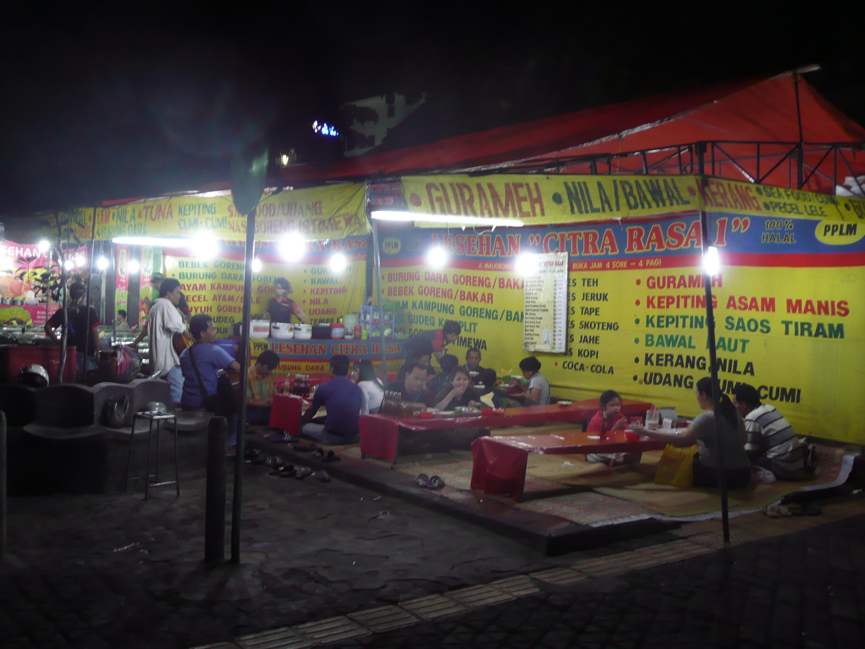 Lesehan (open-air streetside restaurants), Jal...