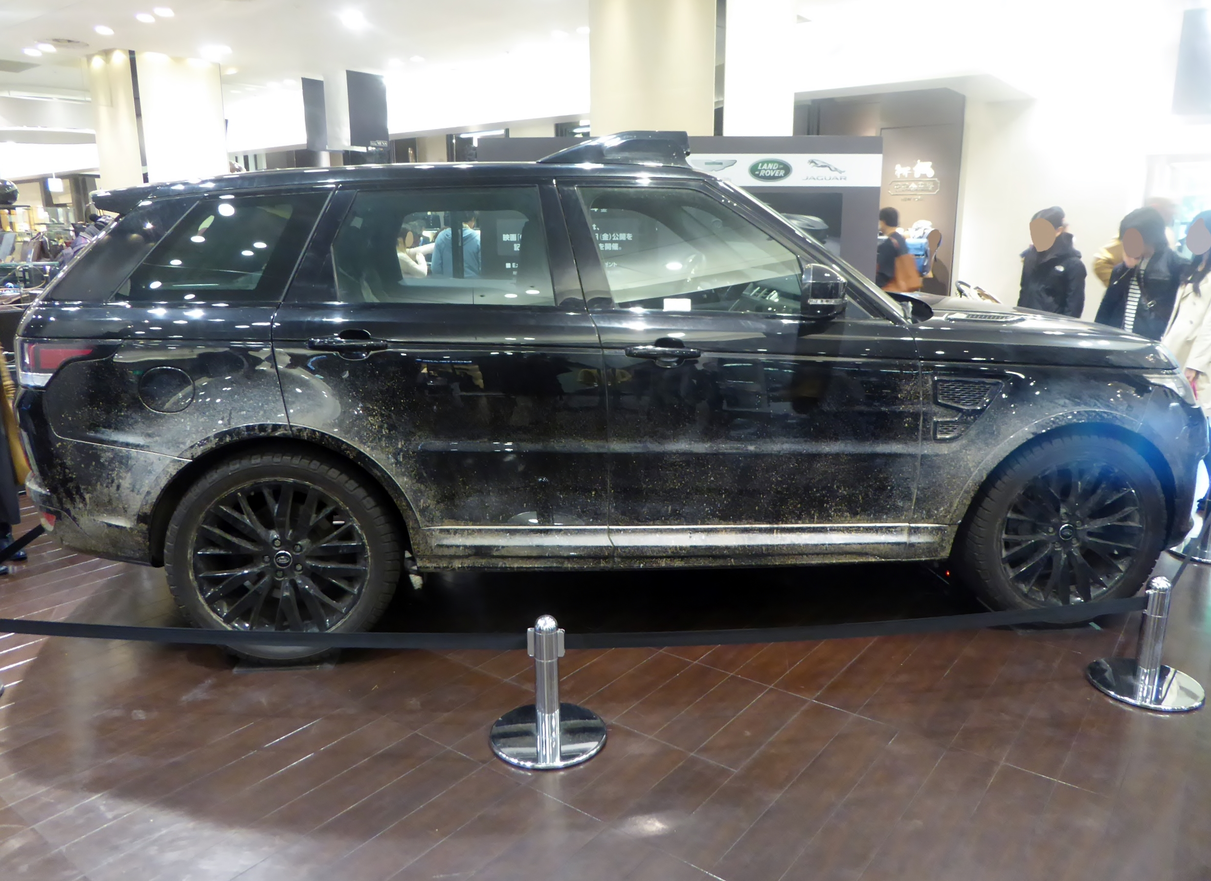 File The rightside of Land Rover RANGE ROVER SPORT SVR L494 used