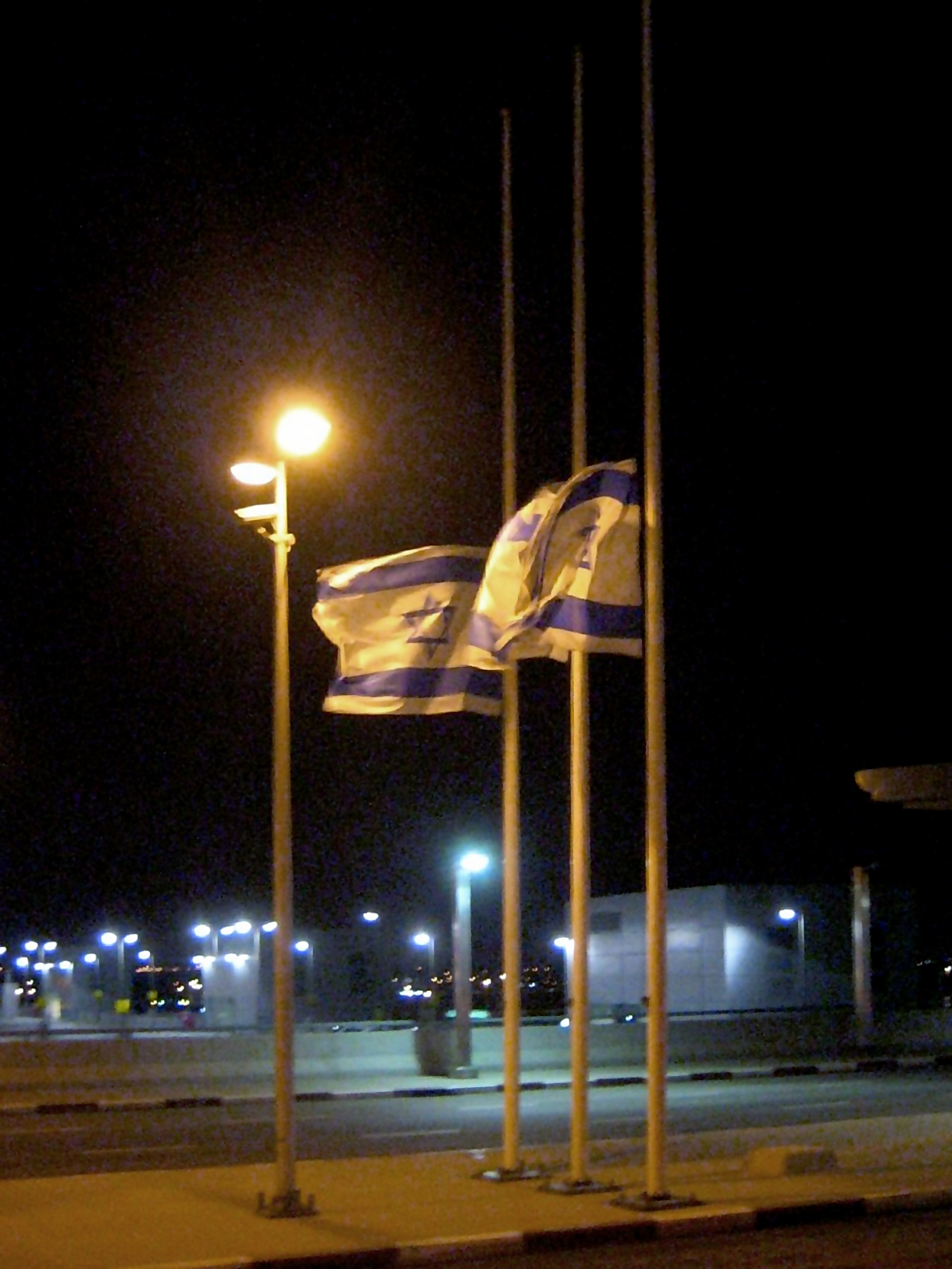 By joe goldberg from Seattle, WA, USA (Half Mast) [CC-BY-SA-2.0 (http://creativecommons.org/licenses/by-sa/2.0)], via Wikimedia Commons