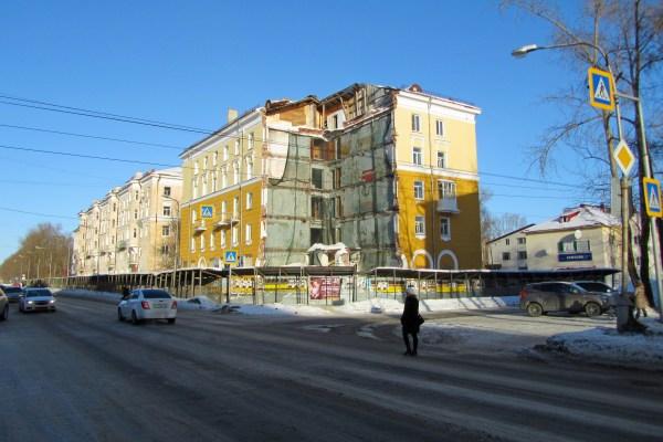 File:5 дом. Проспект Ленина, Северодвинск. Обрушившаяся ...