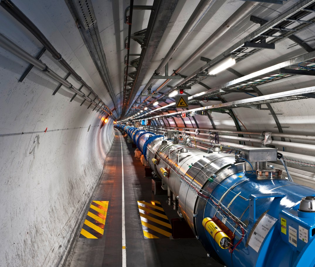 Túnel LHC do CERN para Antimatéria