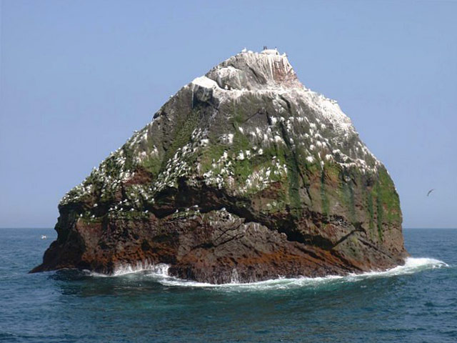 https://i1.wp.com/upload.wikimedia.org/wikipedia/commons/e/ef/Rockall_-_geograph.org.uk_-_1048818.jpg
