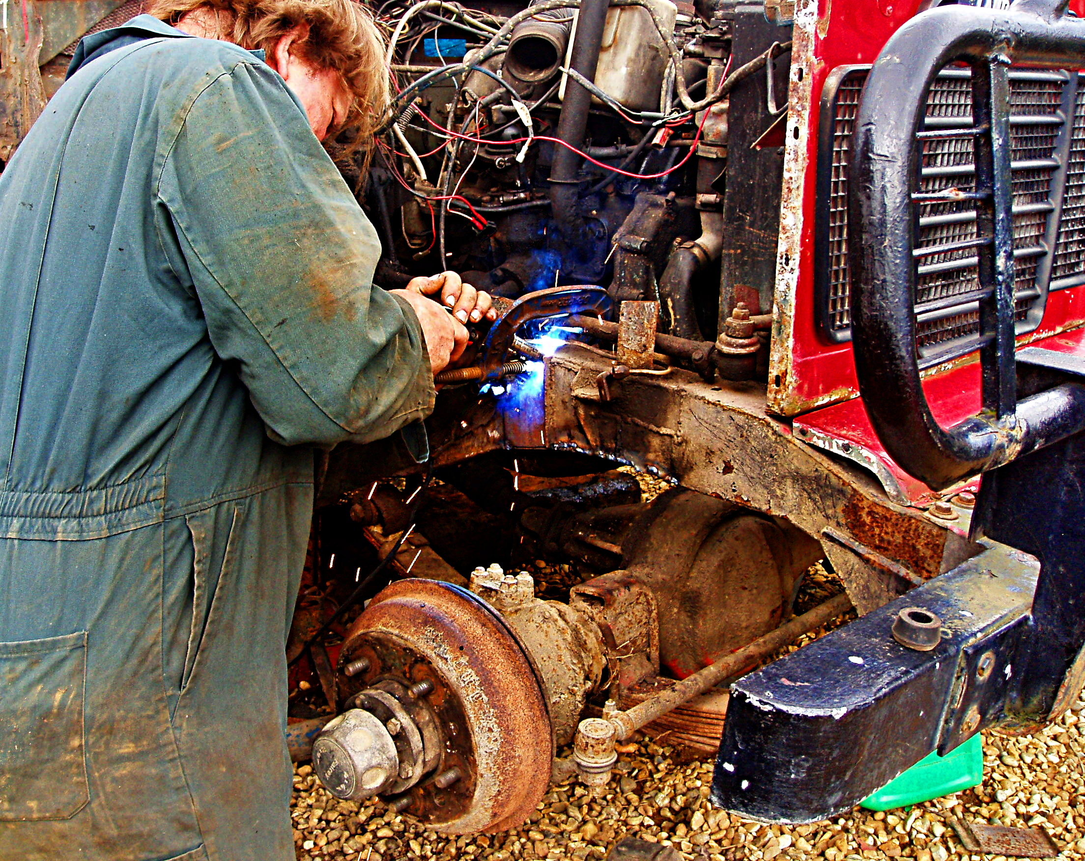 File MIG welding a Land Rover chassis Wikimedia mons