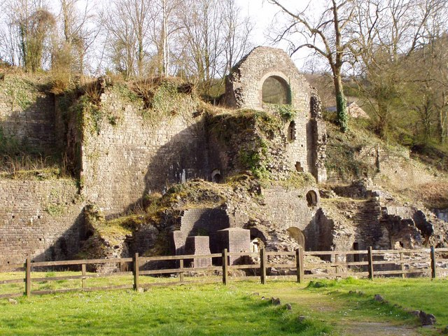 Remains of Clydach Gorge Ironworks. David Lewis / Remains of Clydach Gorge Ironworks. / CC BY-SA 2.0