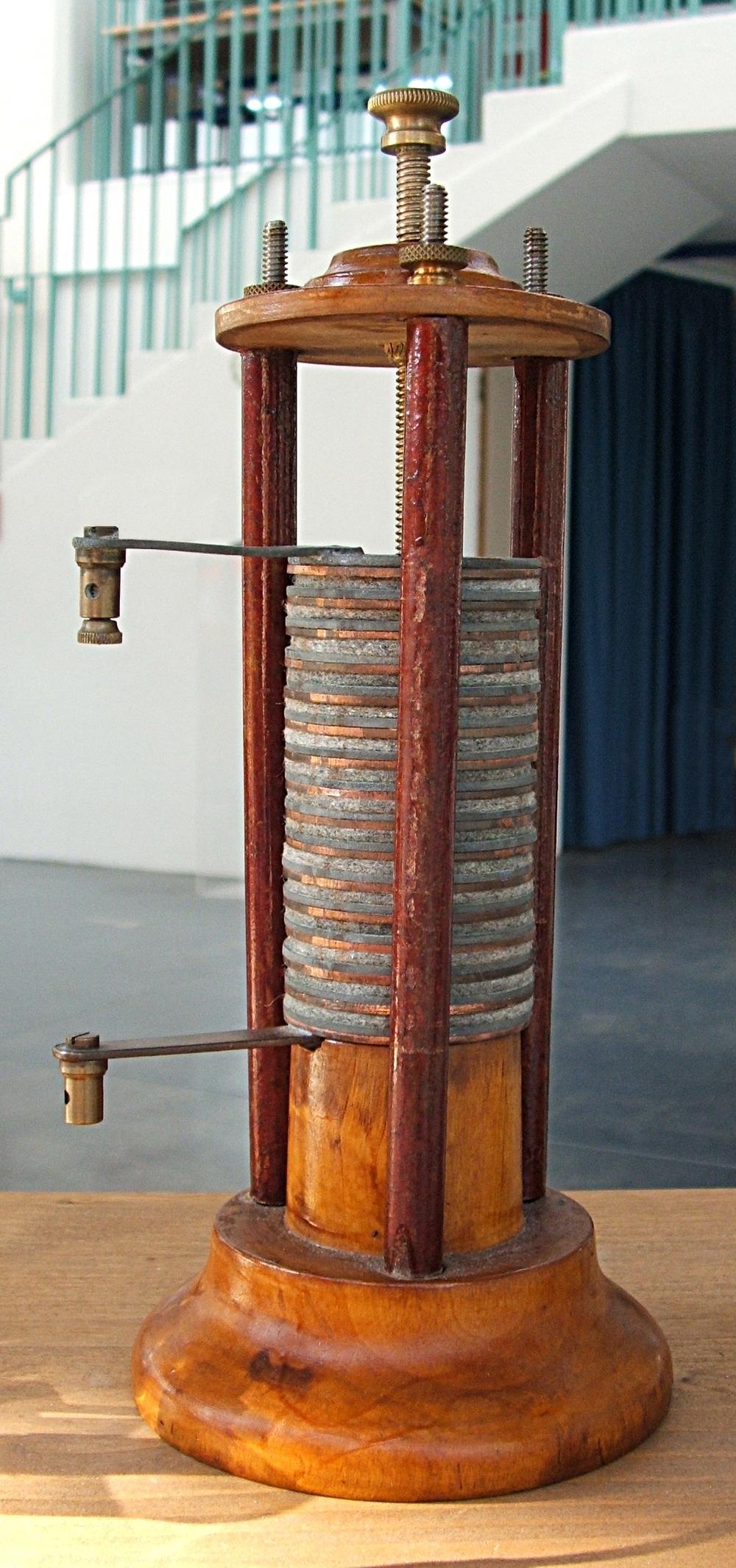 Pile voltaïque — Wikipédia