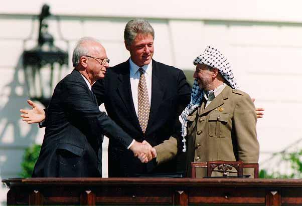 File:Bill Clinton, Yitzhak Rabin, Yasser Arafat at the White House 1993-09-13.jpg