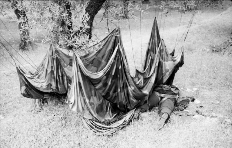 File:Bundesarchiv Bild 101I-166-0527-22, Kreta, toter Fallschirmjäger.jpg