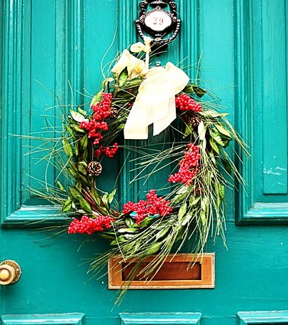 christmas wreath teal door Wiki commons image