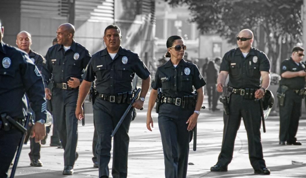 https://i1.wp.com/upload.wikimedia.org/wikipedia/commons/f/f3/LAPD_Staples_Center_Officers.jpg?resize=1060%2C616&ssl=1