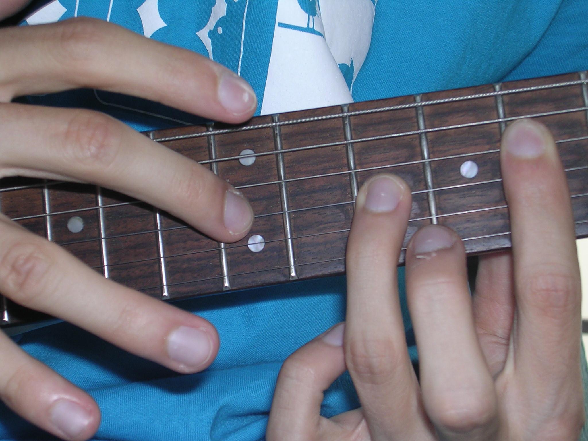 ilustrasi tapping gitar