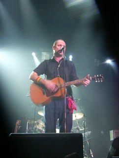 Gord Downie performing in Ottawa (wikimedia)