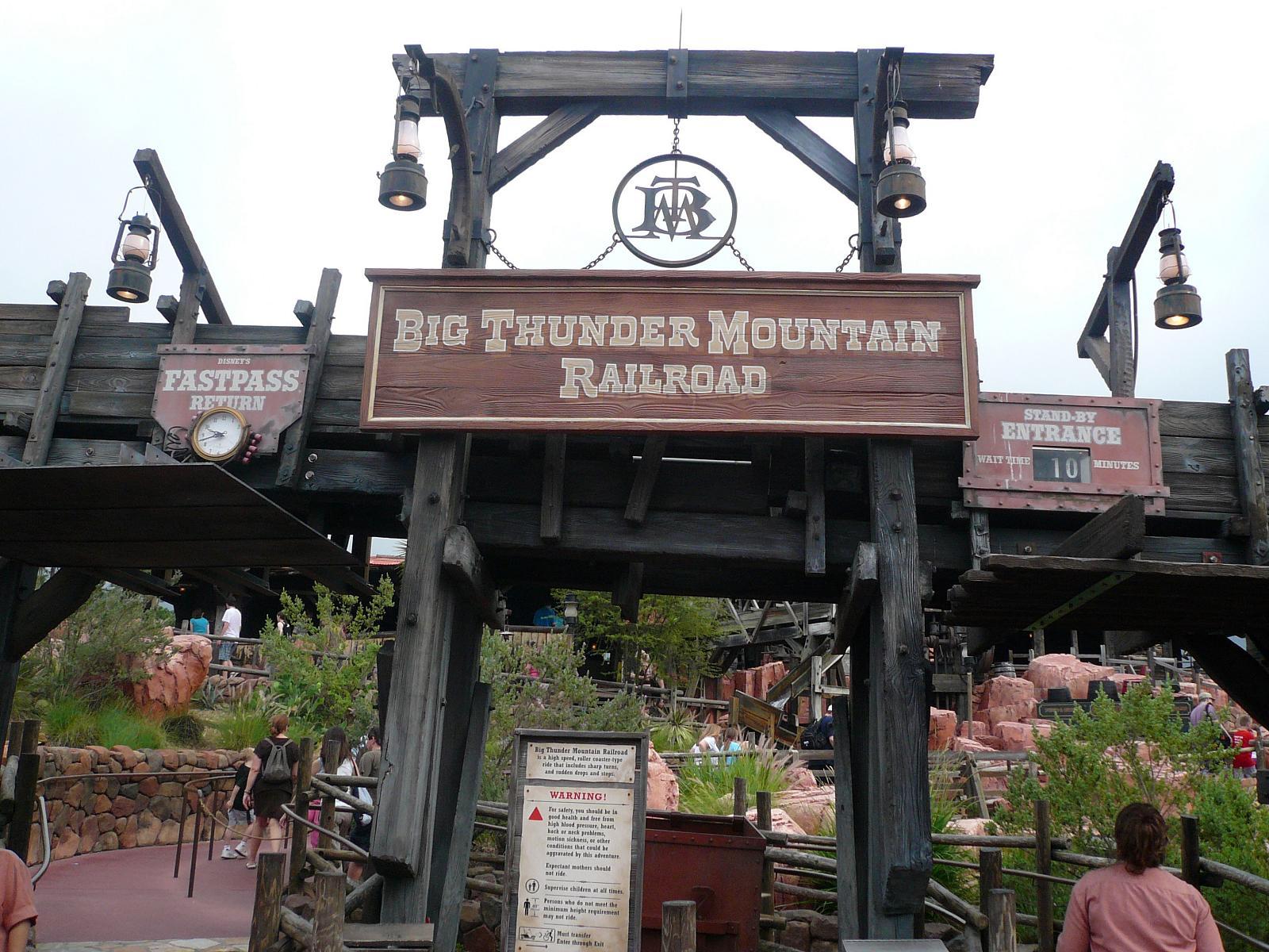 Big thunder mountain ✓✓✓ dieses und weitere bilder zu disneyland resort paris / euro disney in bussy saint georges beim testsieger holidaycheck finden. Big Thunder Mountain Railroad Wikipedia