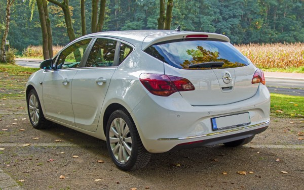 File:Opel Astra J Modellpflege Heck.jpg - Wikimedia Commons