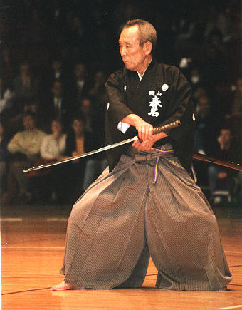 https://i1.wp.com/upload.wikimedia.org/wikipedia/commons/f/f5/Sensei_iaido-rework.jpg