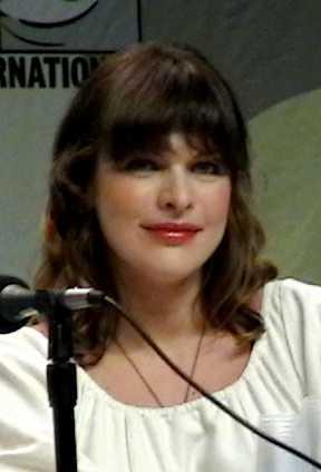 Milla Jovovich at Comic Con 2007 promoting Res...