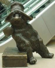 Paddington Statue in der Londoner Paddington Station