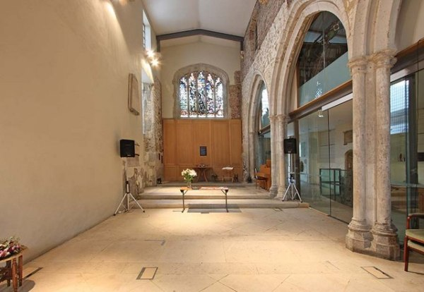 File:St Ethelburga, Bishopsgate, London EC2 - East end ...