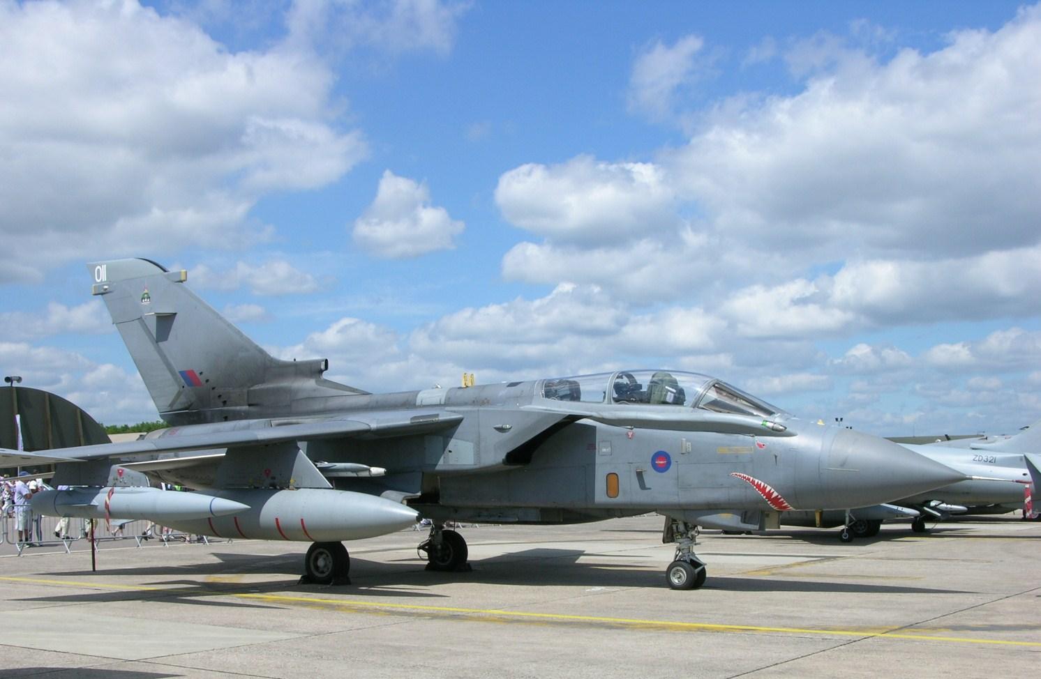 Обои истребители, Royal Air Force, сопровождение, самолеты, Red arrows, транспортный, Airbus A400M Atlas, четырёхмоторный, Красные стрелы. Авиация foto 18