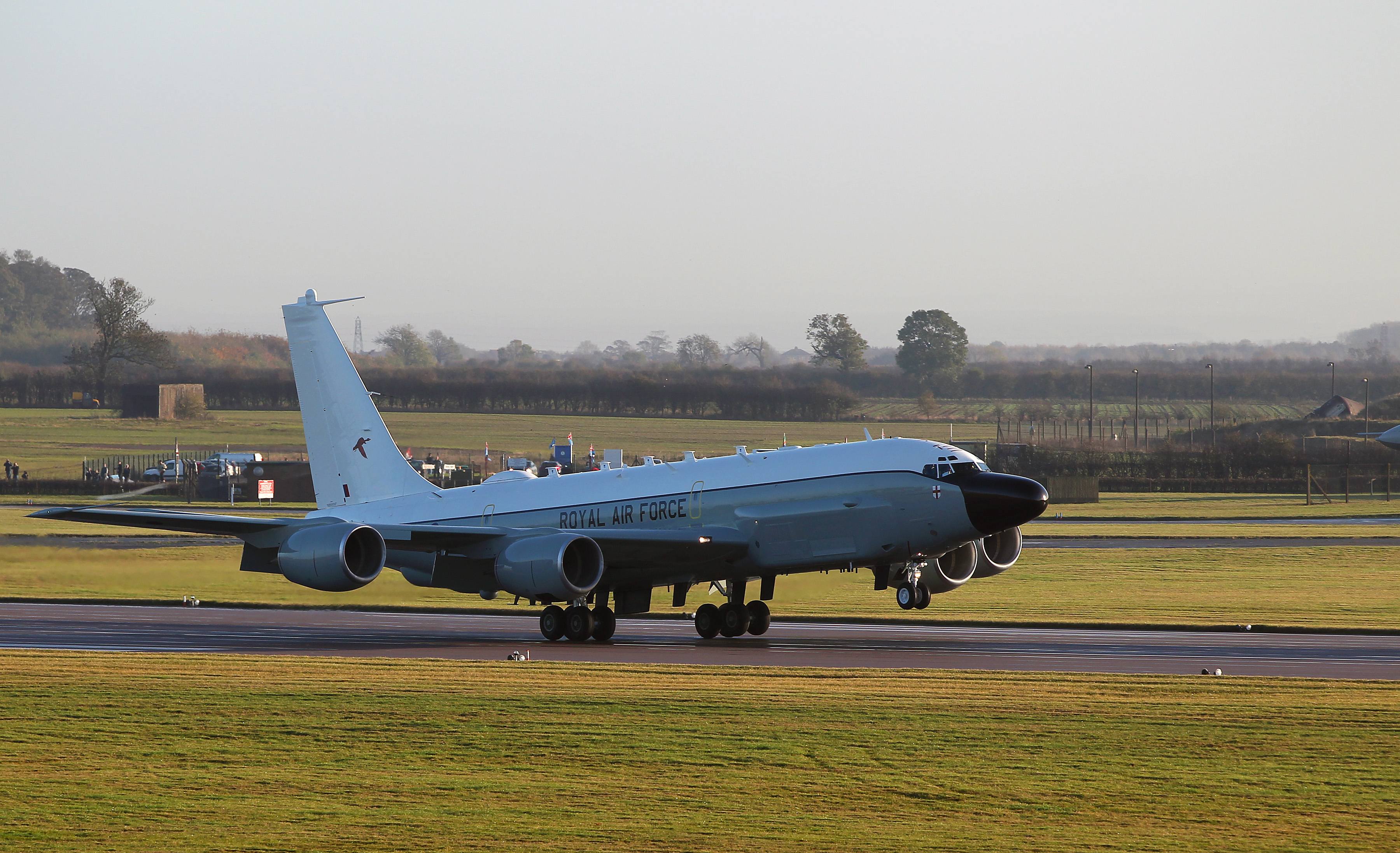Обои истребители, Royal Air Force, сопровождение, самолеты, Red arrows, транспортный, Airbus A400M Atlas, четырёхмоторный, Красные стрелы. Авиация foto 13