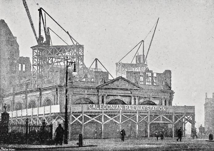 Historische Ansicht des Hotel The Caledonian und die Railway Station