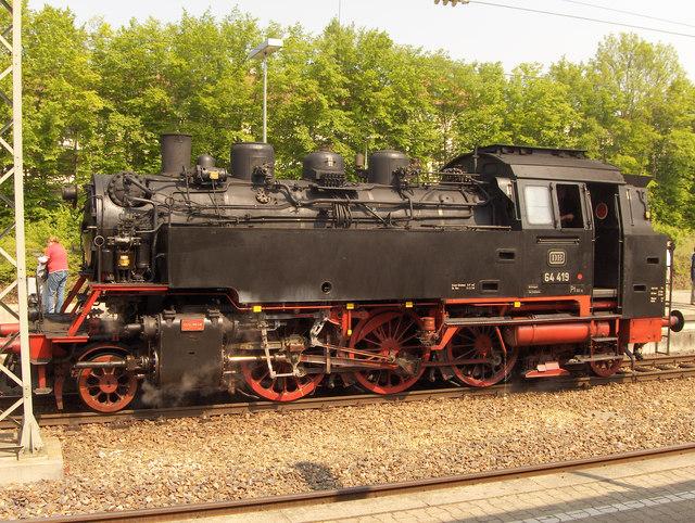 https://i1.wp.com/upload.wikimedia.org/wikipedia/commons/f/fb/Dampflok_in_Marbach_-_geo.hlipp.de_-_1595.jpg