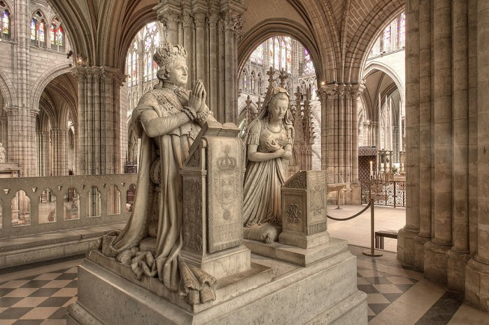 Memorial to King Louis XVI and Queen Marie Antoinette (Photo credit: Wikimedia Commons).