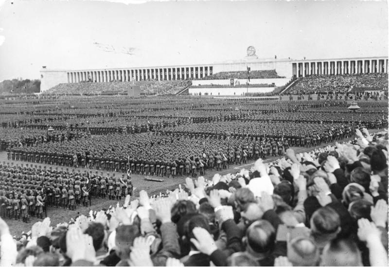 """[Scherl] Reichsparteitag 1937. Der grosse Appell des Reichsarbeitsdienstes auf dem Zeppelinfeld. Übersicht während der Rede des """"Führeres"""". 11651-37"""