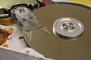 Sabit diskler bilgisayarların en çok tanınan G/Ç birimlerindendirler.