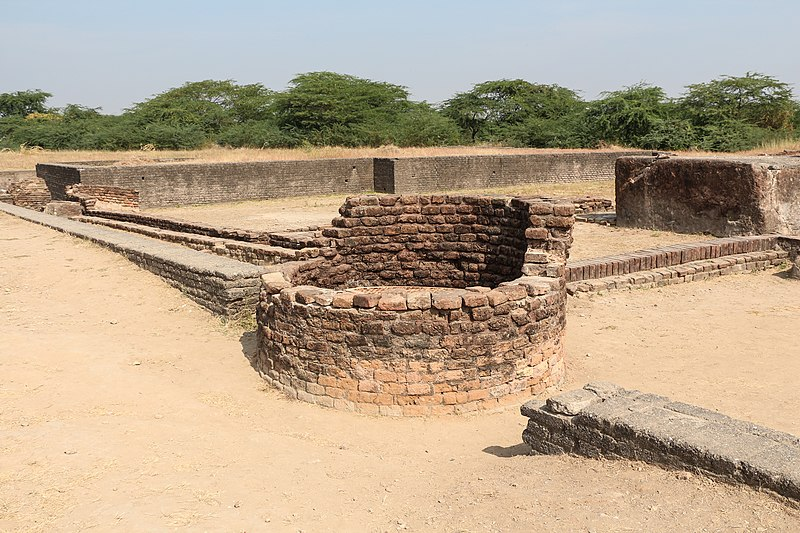 File:Lothal - ancient well.jpg