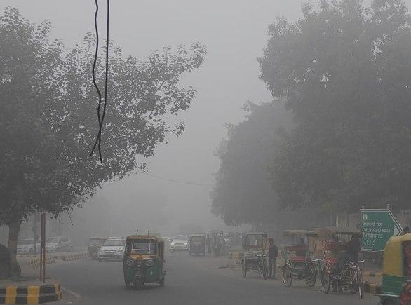 Dårlig sikt på grunn av smog i Delhi, 2017.