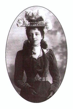 English: Lucy Maud Montgomery in a photograph ...