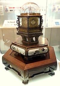 b9a57e1c45fe6 ال عدد لا يحصى من مدار العام، ساعة ساعة دائمة الصنع يابانية الصنعwadokei)،  مصنوع بواسطة تاناكا هيساشيجي في عام 1851 (المتحف الوطني للطبيعة والعلوم،  طوكيو).