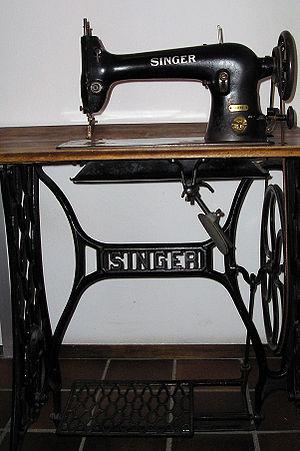 Singer sewing machine - 31K32