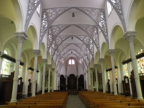 Fichier:Église Notre-Dame-du-Tilleul de Maubeuge nef 1.JPG