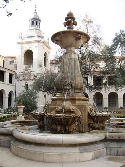 English: Courtyard of Pasadena City Hall Categ...