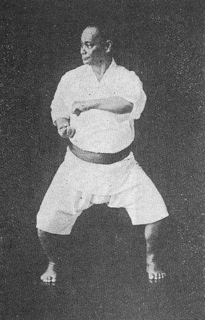 ナイファンチを演じる本部朝基(Naifanchi by Motobu Choki, 1870...